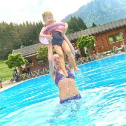 TVB Tannheimer Tal I Achim Meurer (Das Felsenbad in Jungholz ist perfekt für Familien ausgerichtet)