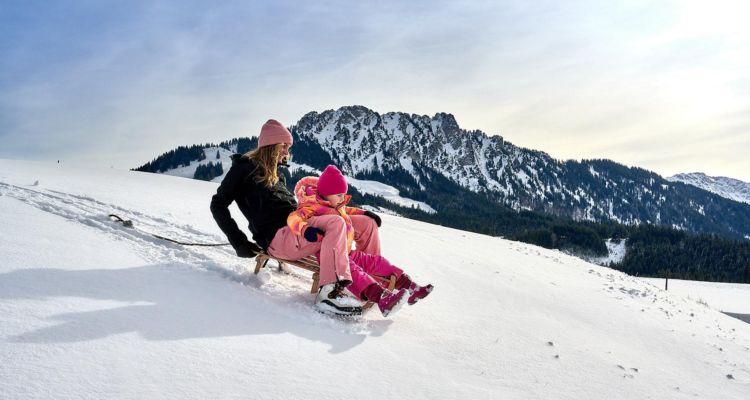 Winterspaß für die Familie in Jungholz, Tannheimer Tal, Tirol, Österreich