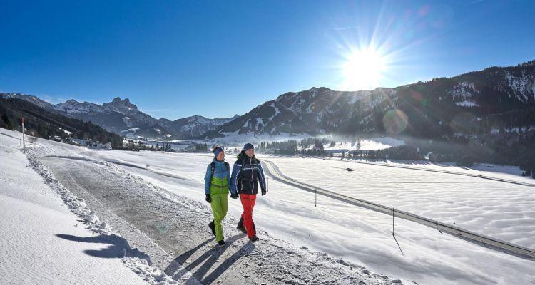 Winterwandern im Tannheimer Tal, Tirol, Österreich